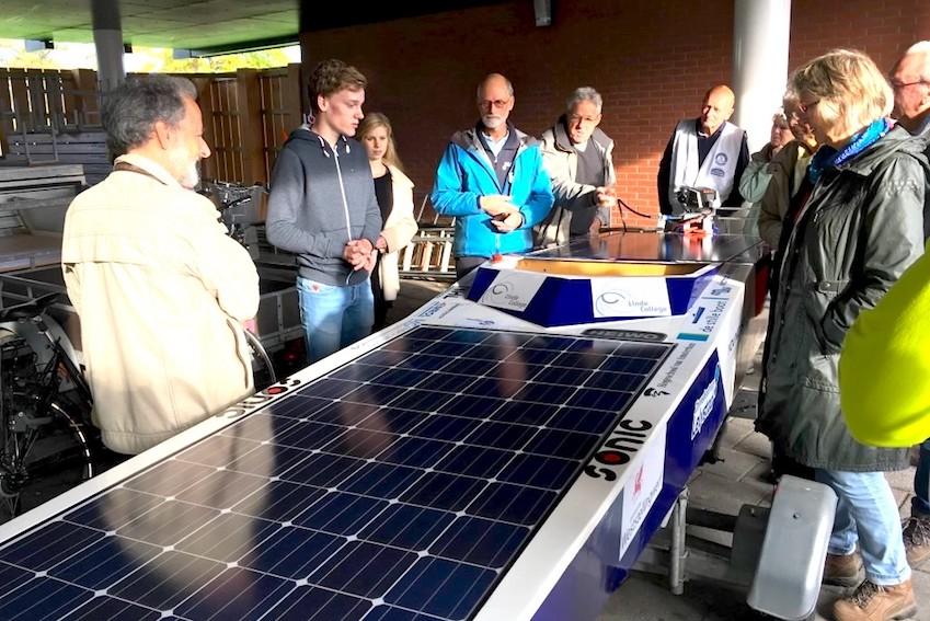 Deze zonneboot is gebouwd op het Linde College voor de zonnebootrace op 14 juli